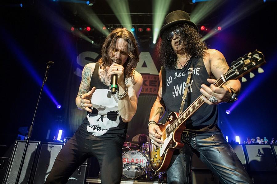 LOS ANGELES, CA - OCTOBER 23:  Myles Kennedy and Slash perform at Hollywood Palladium on October 23, 2015 in Los Angeles, California.  (Photo by Harmony Gerber/WireImage)